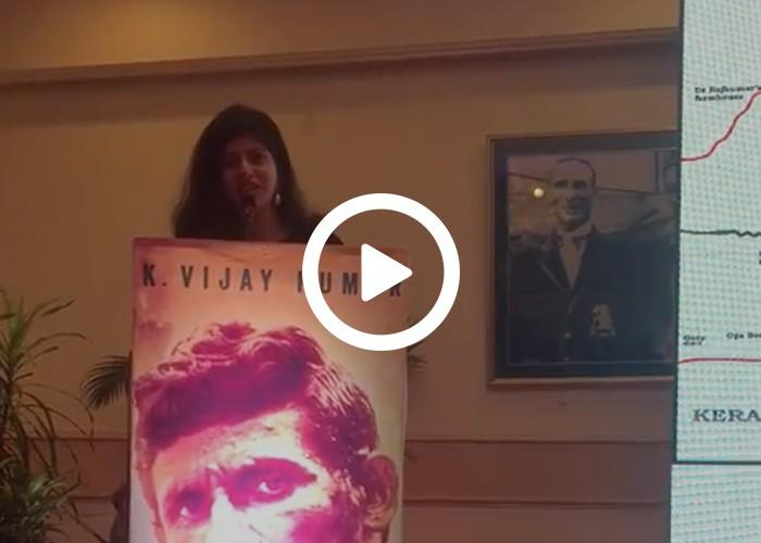 Emcee Dhwani Karia hosting an event for Akshay Kumar!